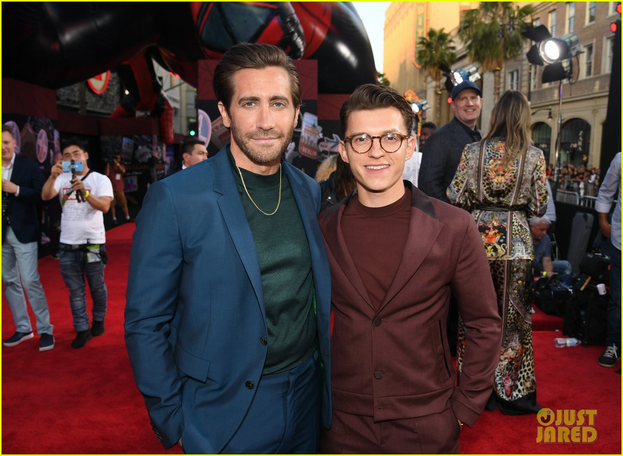 zendaya jake gyllenhaal tom holland spider man far from home 024314722