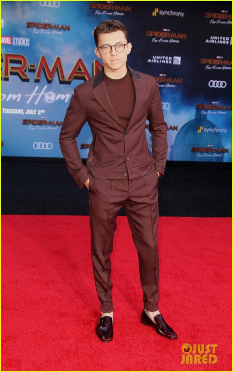 zendaya jake gyllenhaal tom holland spider man far from home 12