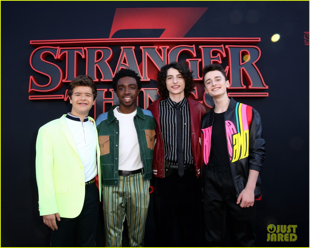 millie bobby brown finn wolfhard stranger things season three premiere 124315776
