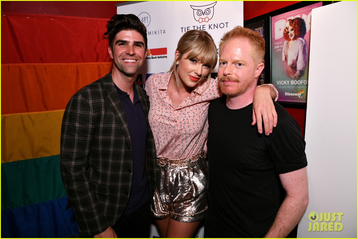 taylor swift performs at the stonewall inn 02