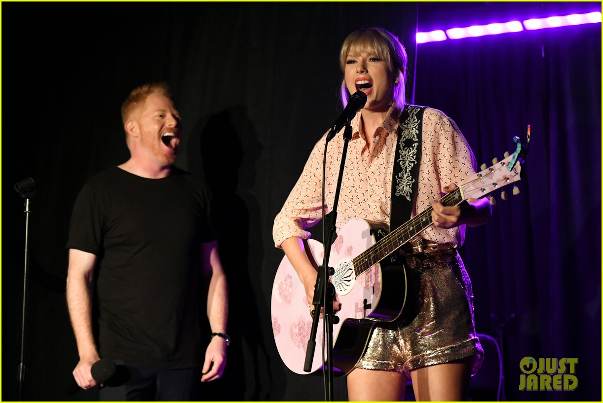taylor swift performs at the stonewall inn 08