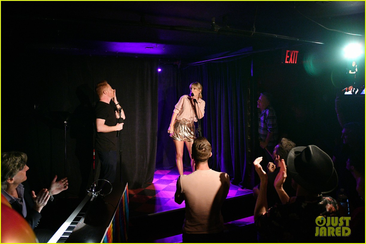 taylor swift performs at the stonewall inn 10