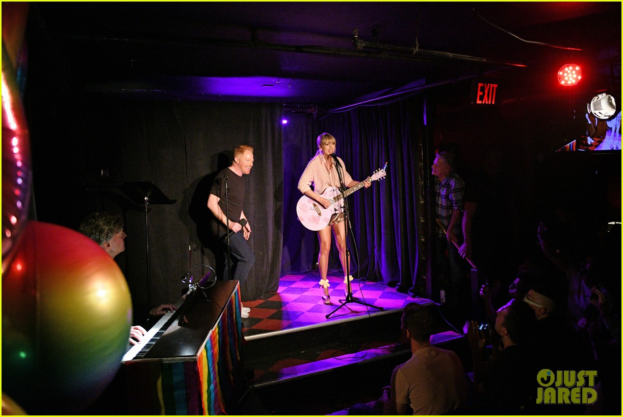 taylor swift performs at the stonewall inn 13