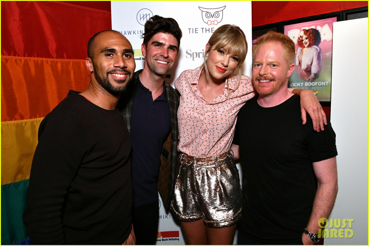 taylor swift performs at the stonewall inn 14
