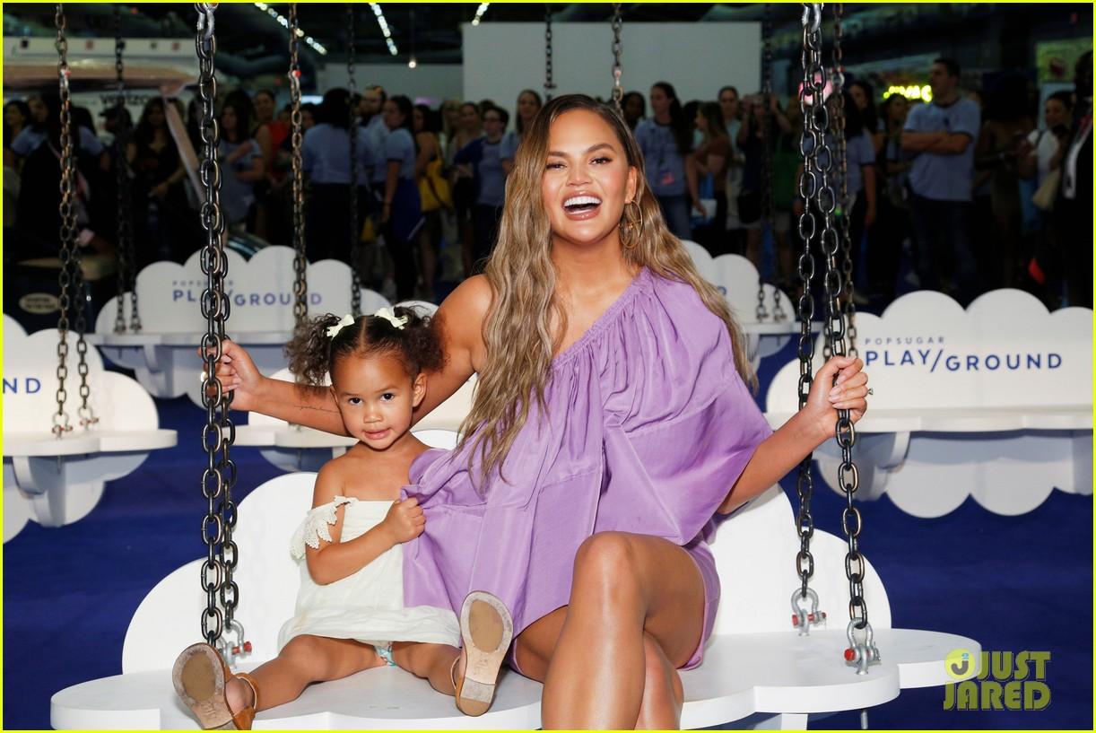 chrissy teigen daughter luna popsugar play ground event 034313018