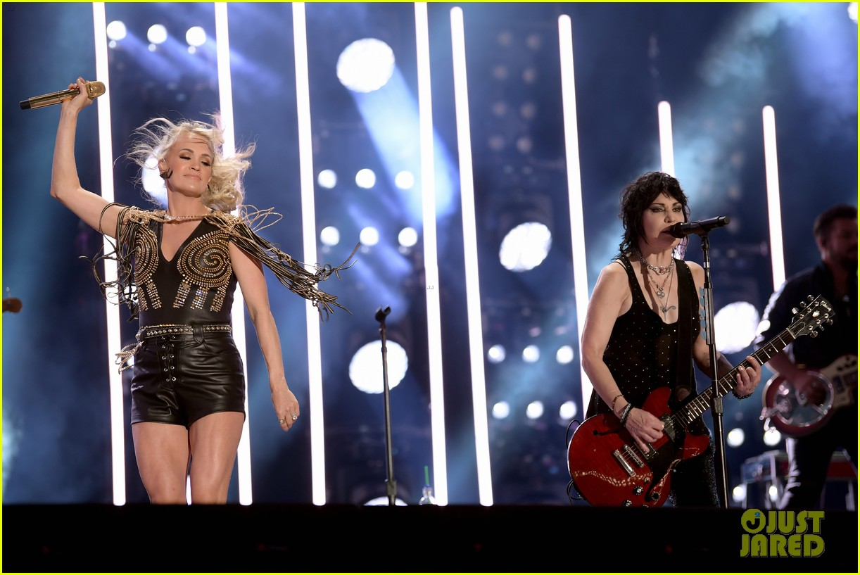 carrie underwood performs with joan jett at cma fest 12