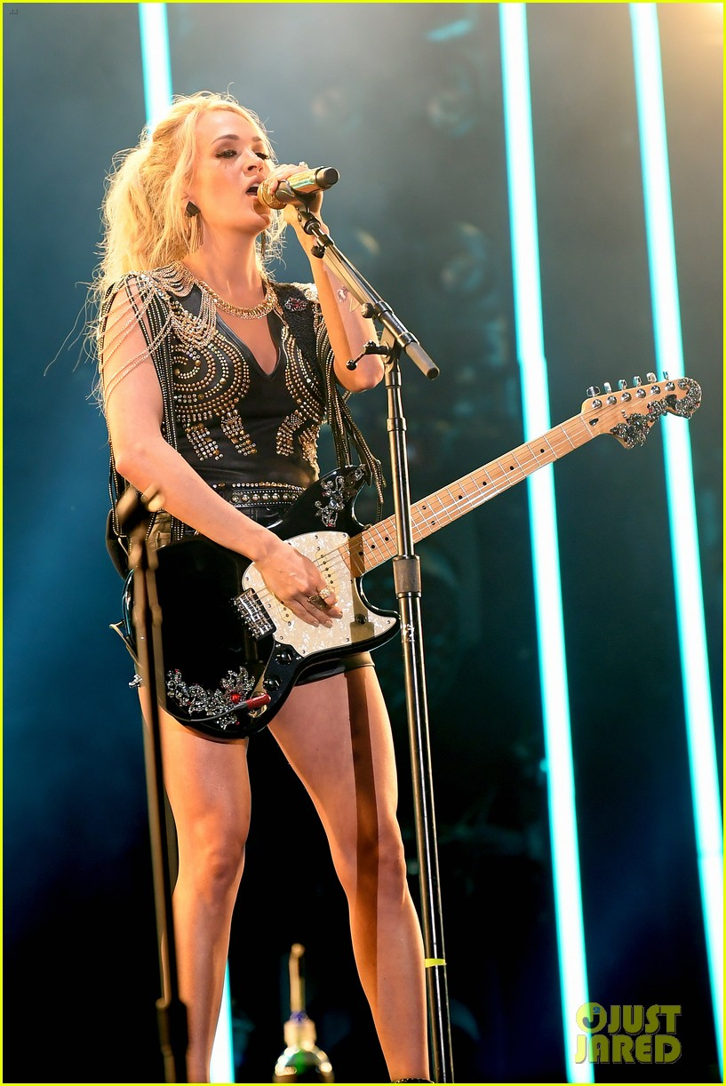 carrie underwood performs with joan jett at cma fest 13