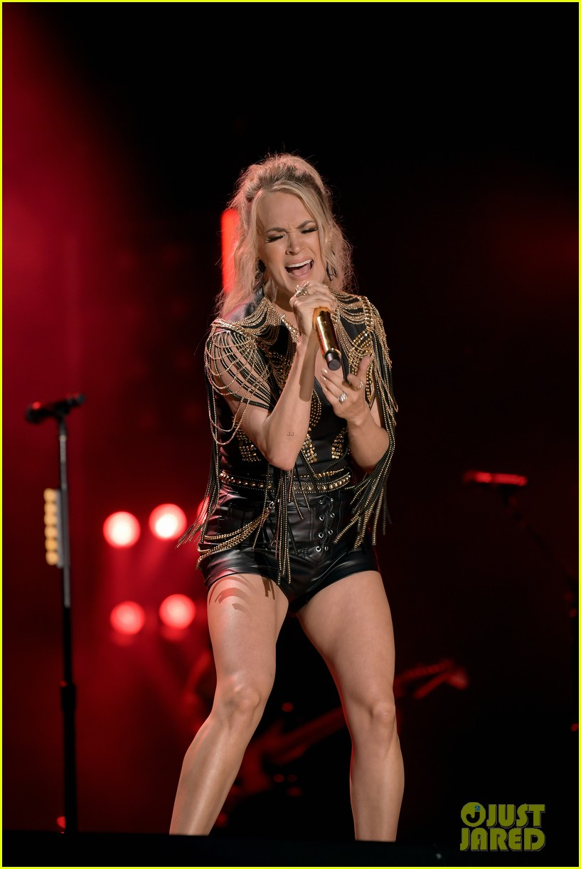 carrie underwood performs with joan jett at cma fest 18