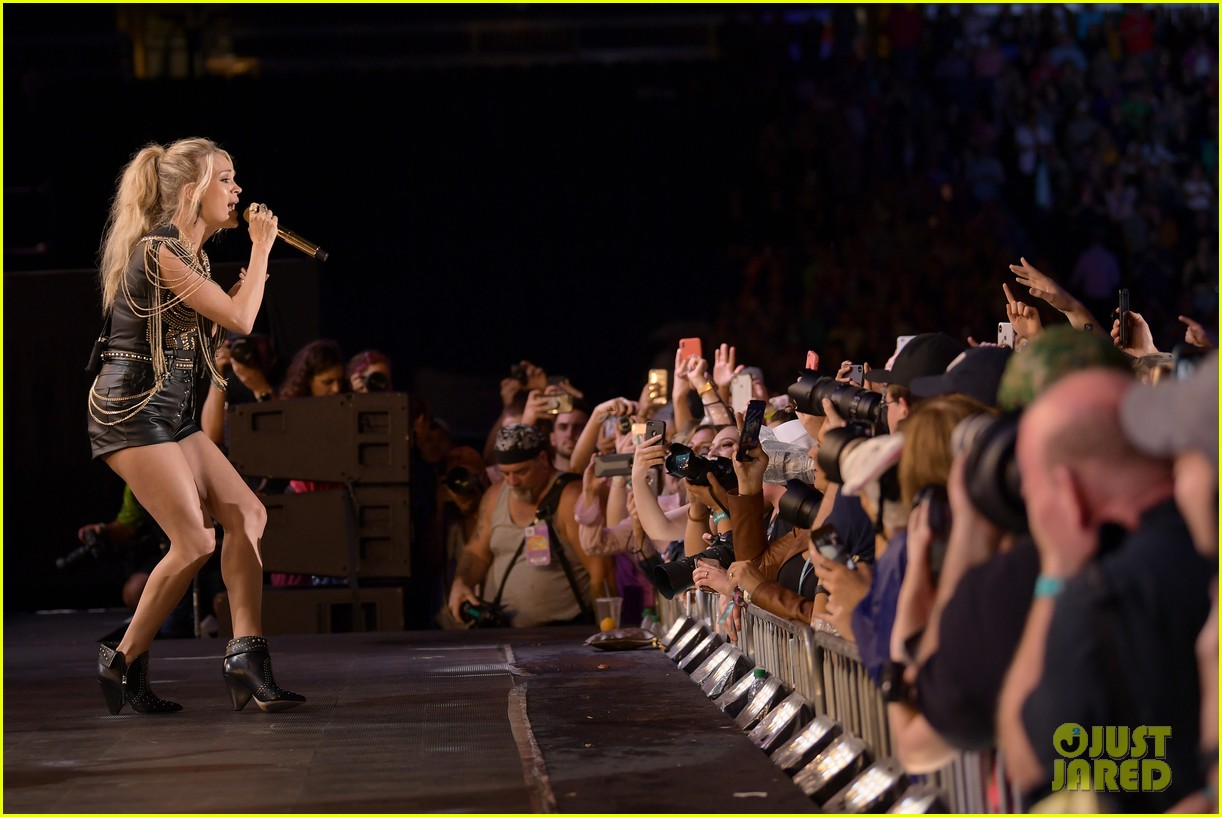 carrie underwood performs with joan jett at cma fest 22