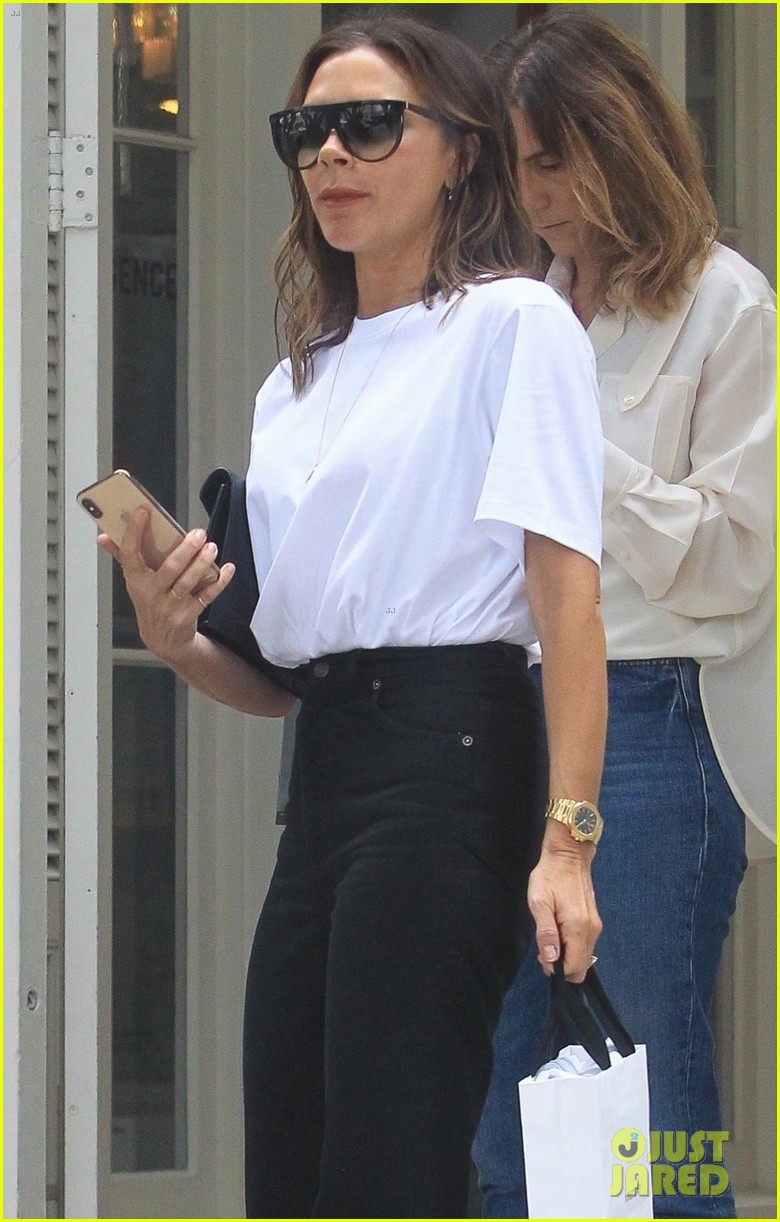 victoria beckham rocks neon heels while in hollywood 014310197