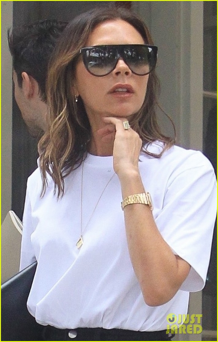 victoria beckham rocks neon heels while in hollywood 064310202
