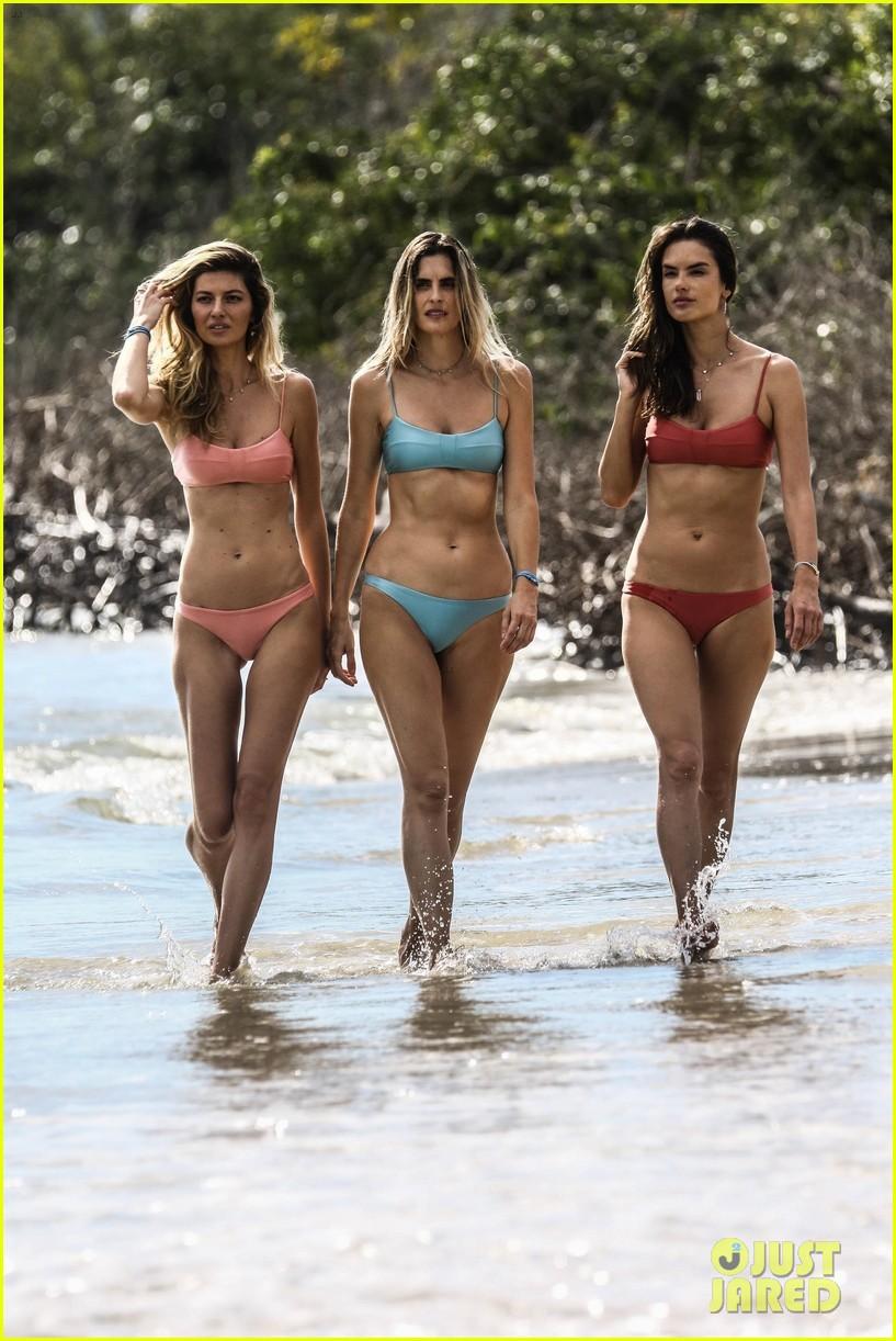 alessandra ambrosio shows off her hot bikini body 054318256
