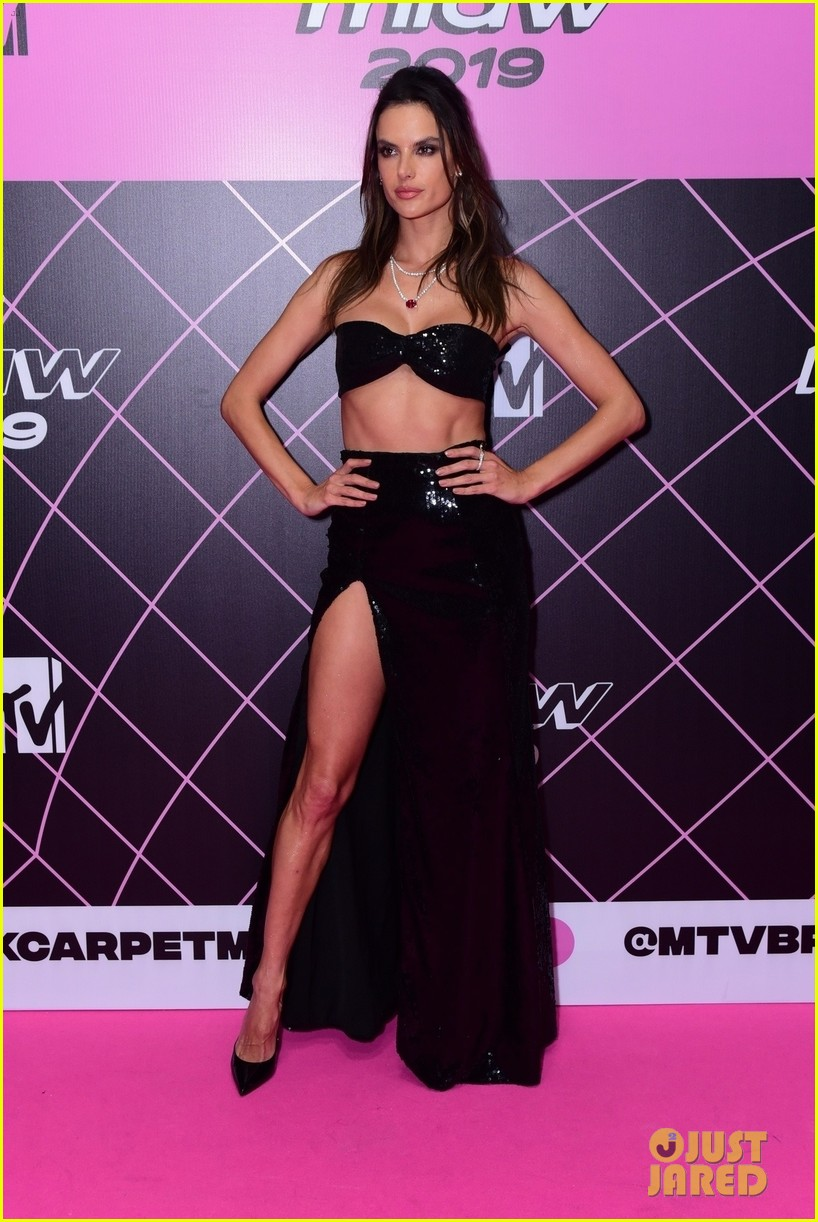 alessandra ambrosio halsey look so hot in mtv millennial awards 094318228
