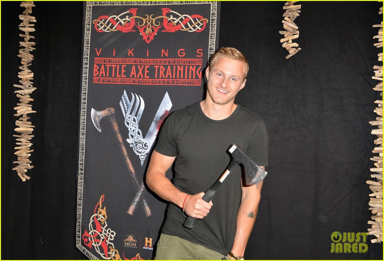 vikings alexander ludwig katheryn winnick axes comic con 024325123
