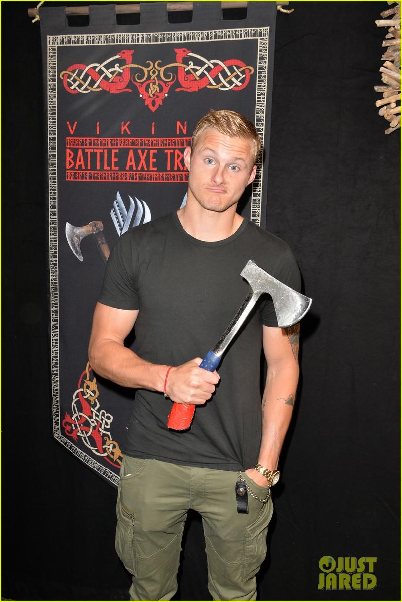 vikings alexander ludwig katheryn winnick axes comic con 094325130