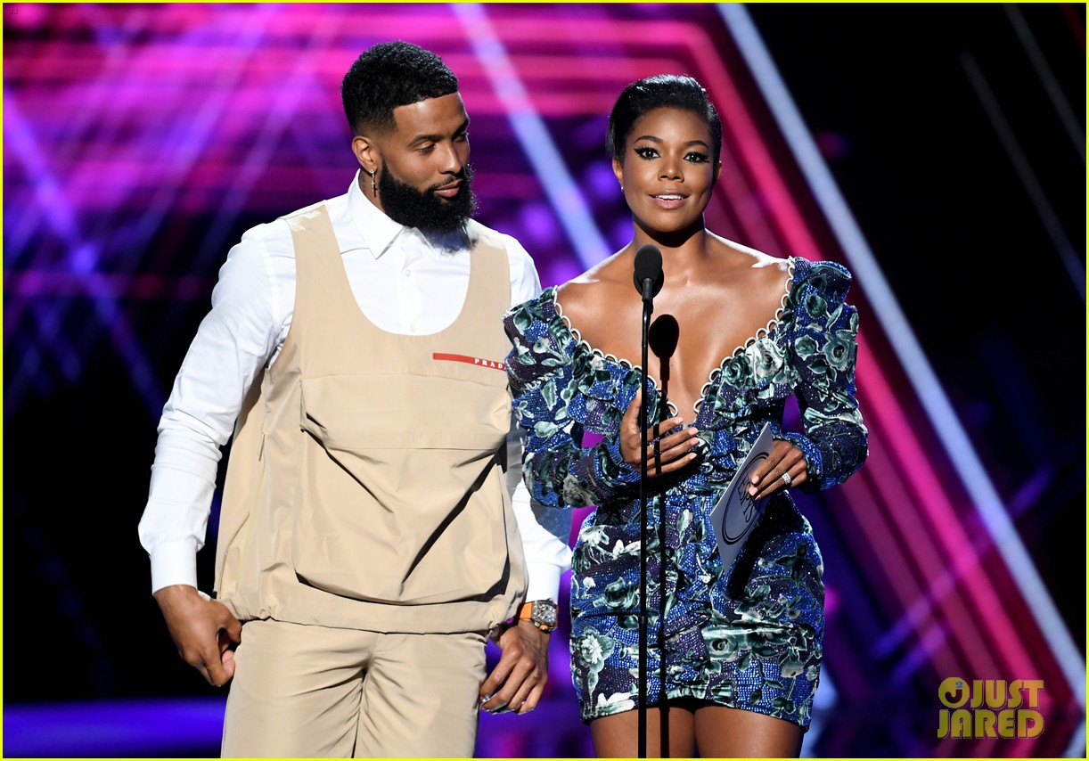 odell beckham jr sports khaki vest and shorts new haircut espys 2019 094320171