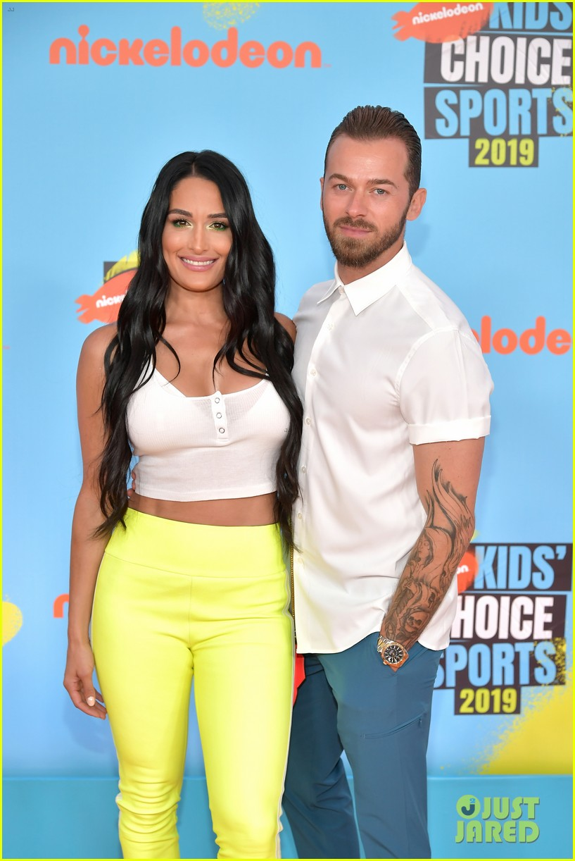 nikki bella artem chigvintsev red carpet debut kids choice sports awards 064320754