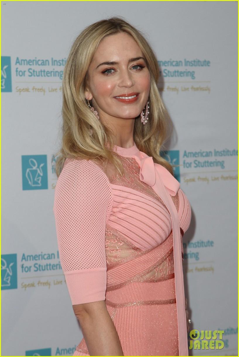 emily blunt pretty in pink american institute stuttering gala 014320825