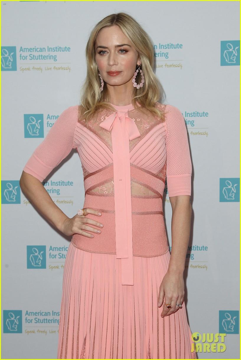 emily blunt pretty in pink american institute stuttering gala 034320827