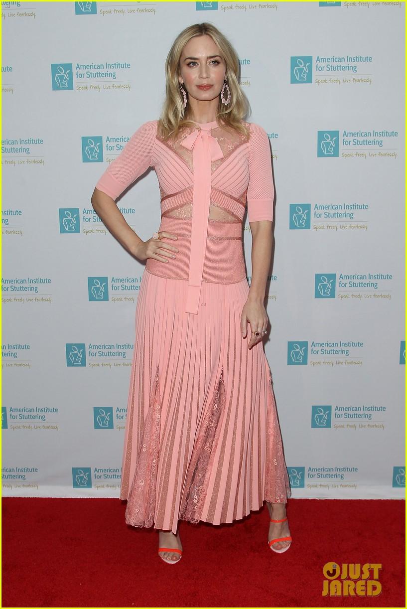 emily blunt pretty in pink american institute stuttering gala 084320832