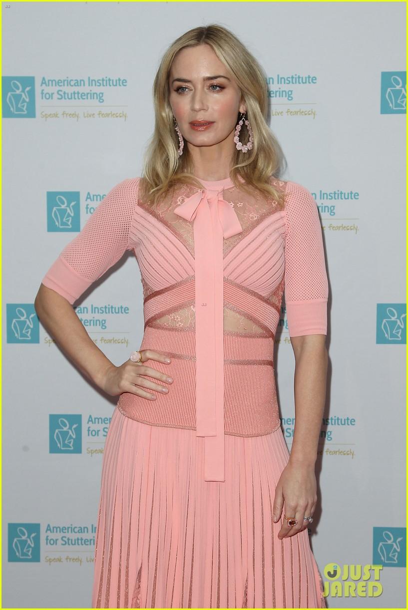 emily blunt pretty in pink american institute stuttering gala 114320835