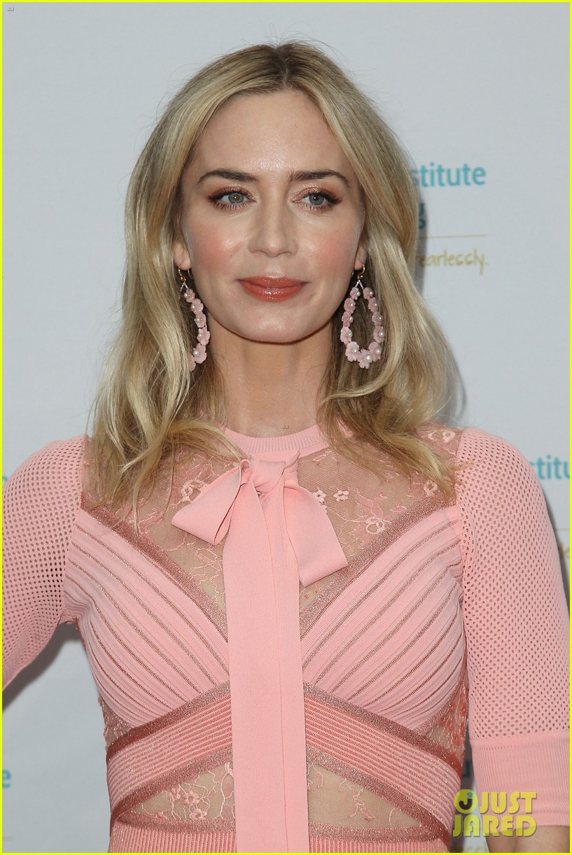 emily blunt pretty in pink american institute stuttering gala 124320836