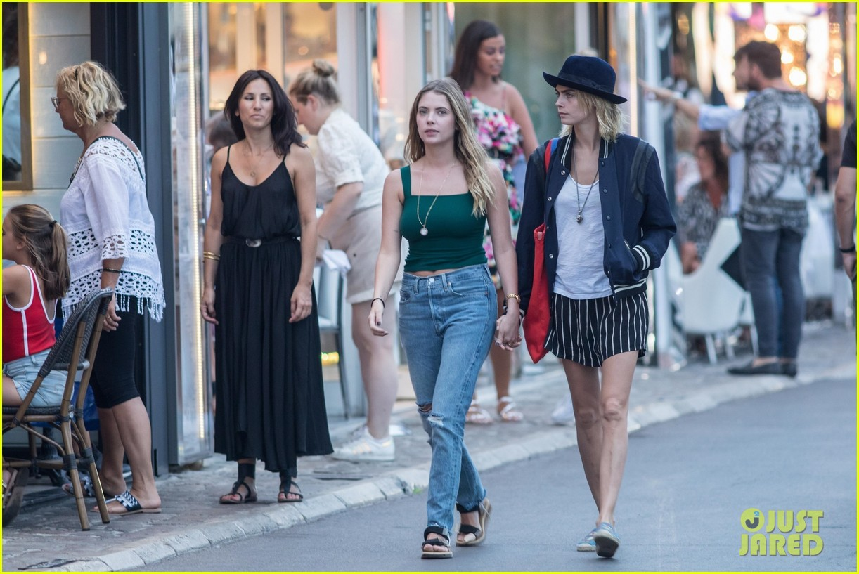 cara delevingne ashley benson engagement rumors 034319714