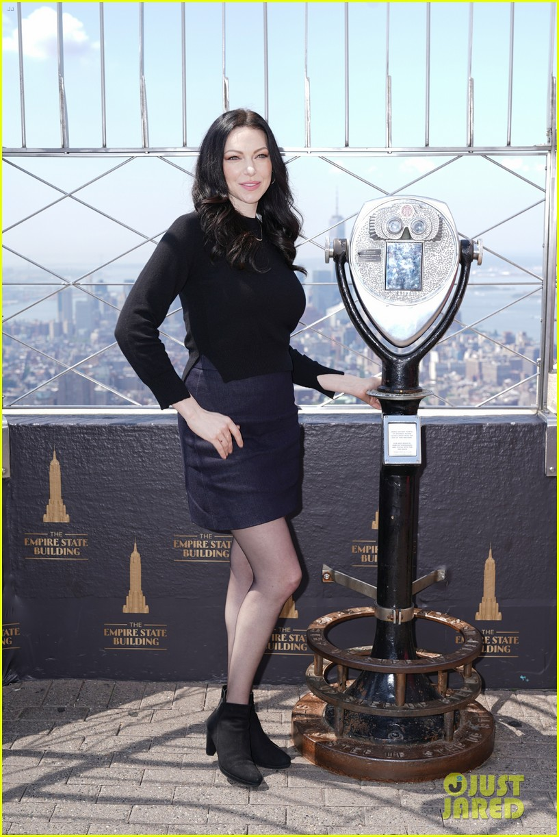 orange is the new black cast celebrate final season with empire state building visit 014327361