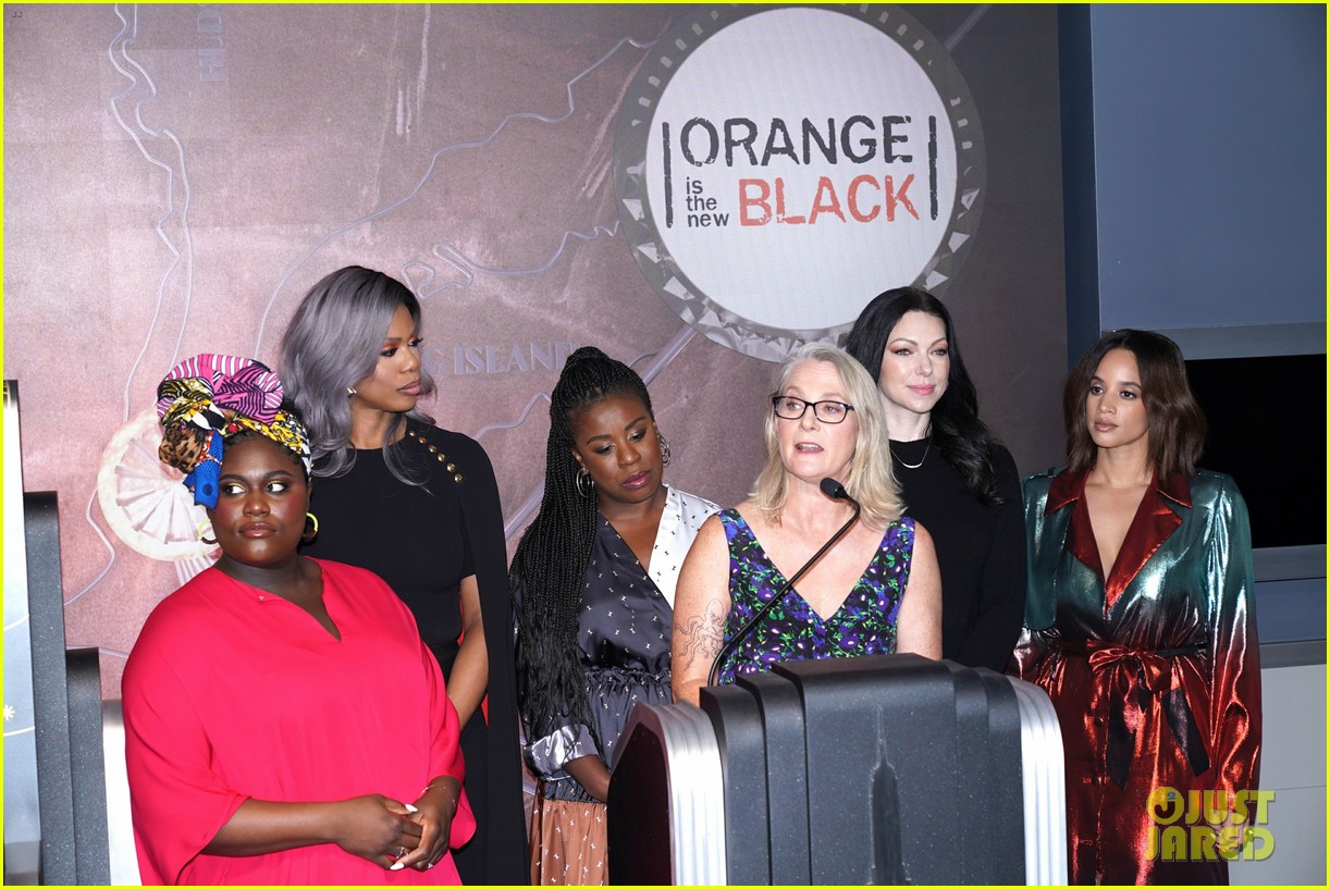 orange is the new black cast celebrate final season with empire state building visit 024327362