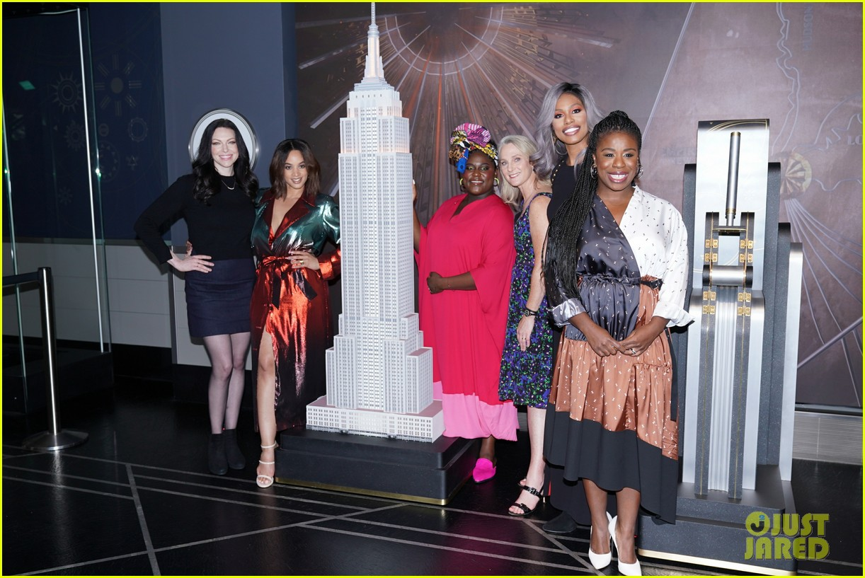 orange is the new black cast celebrate final season with empire state building visit 054327365