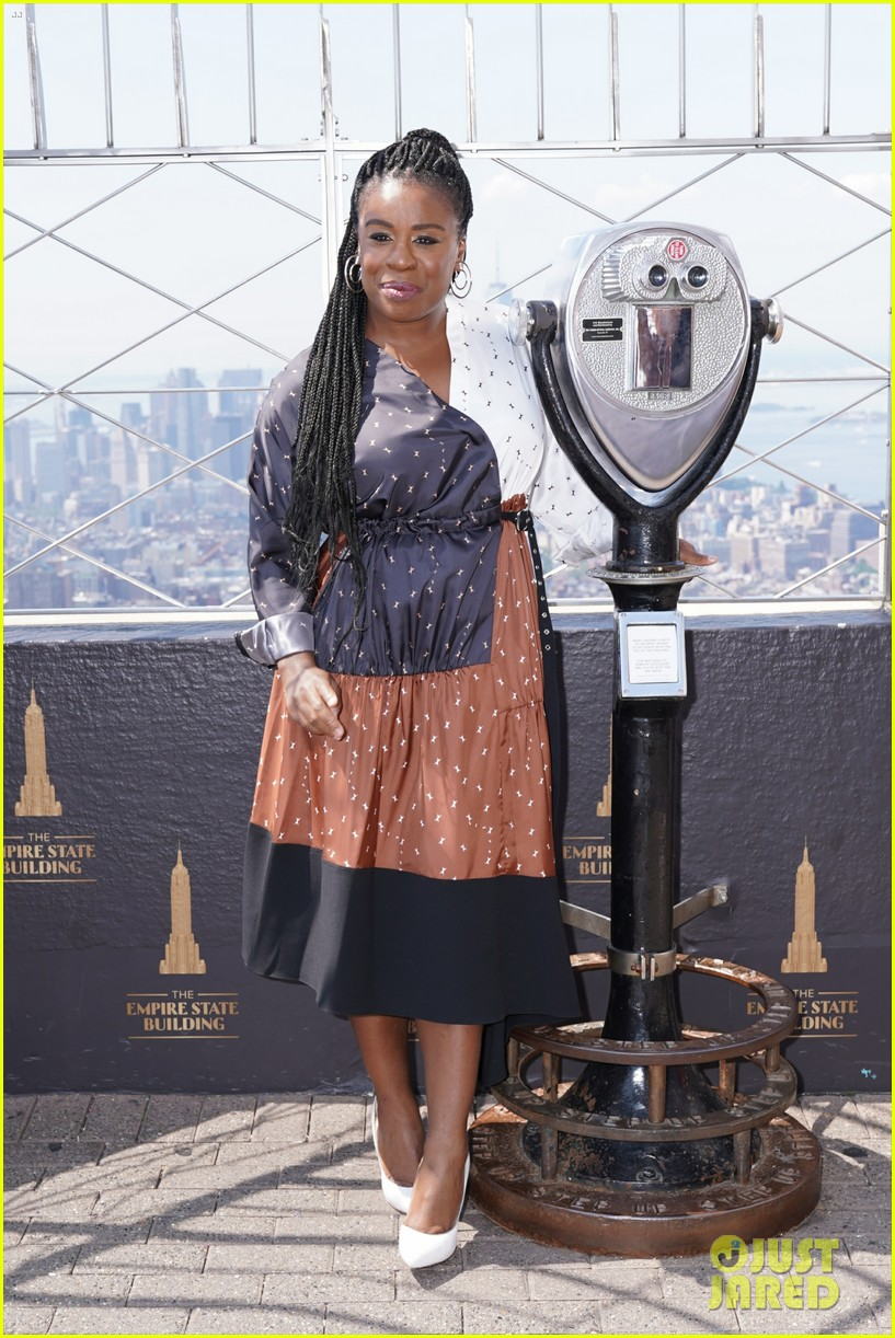 orange is the new black cast celebrate final season with empire state building visit 064327366
