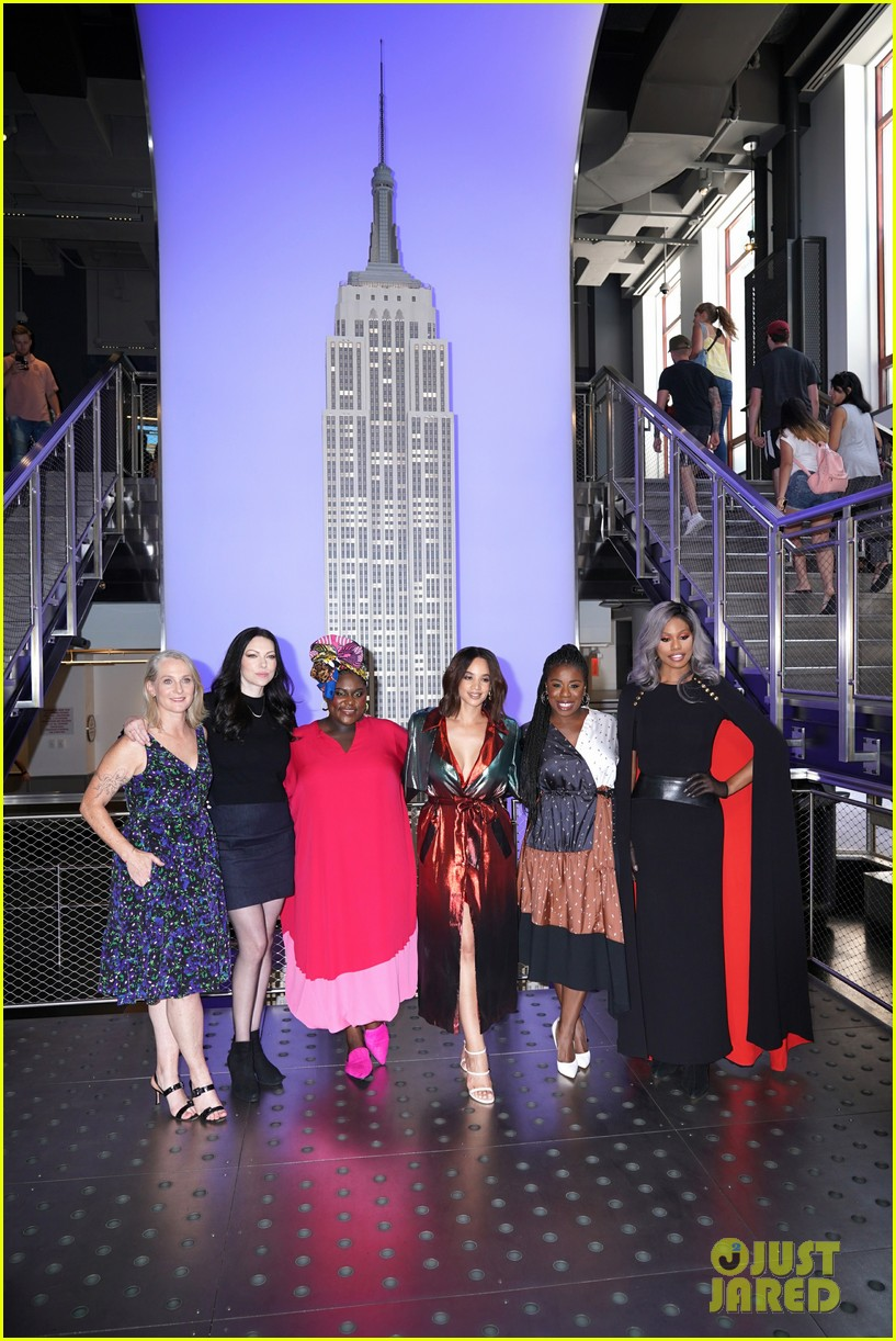 orange is the new black cast celebrate final season with empire state building visit 074327367