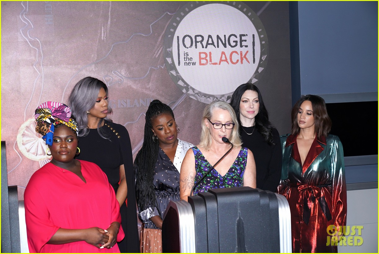 orange is the new black cast celebrate final season with empire state building visit 094327369