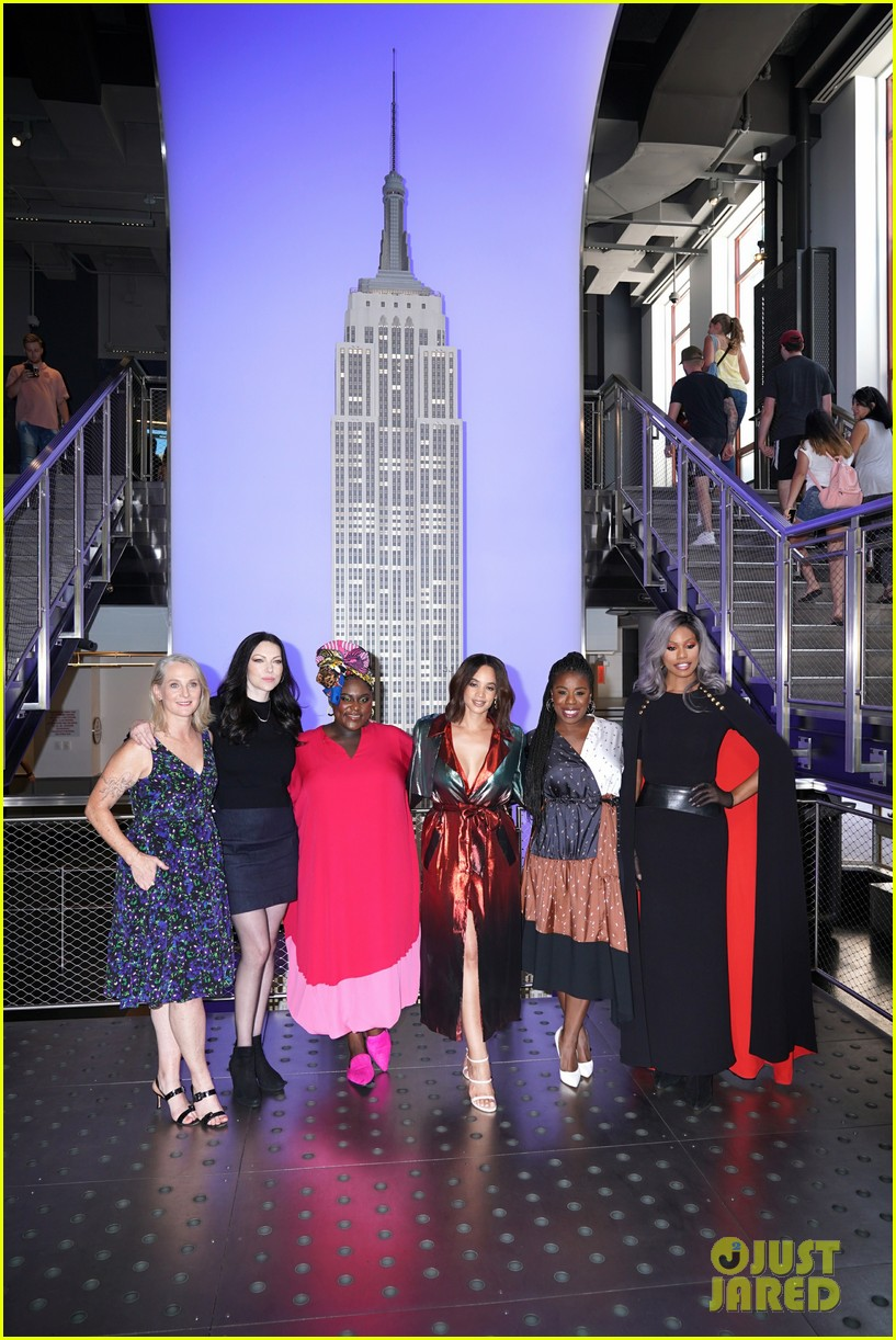 orange is the new black cast celebrate final season with empire state building visit 114327371