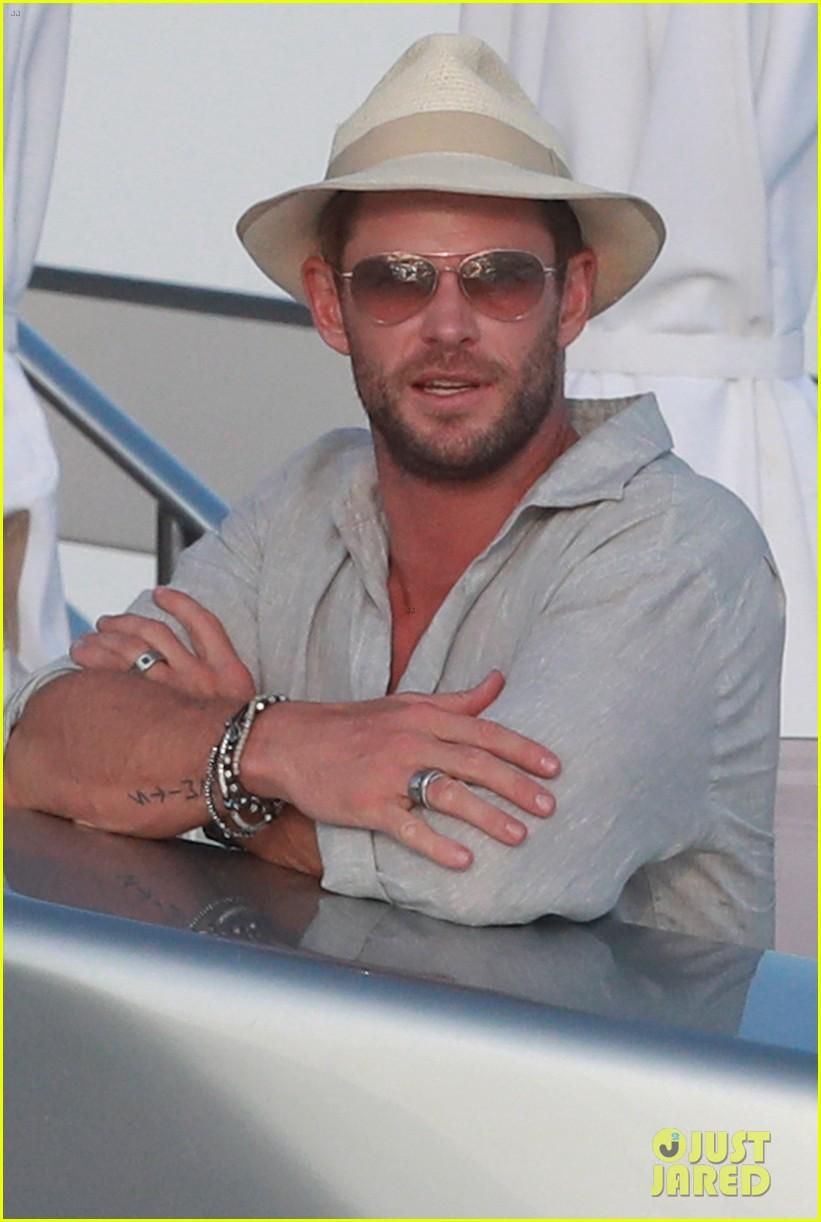 Chris Hemsworth & Matt Damon Vacation with Their Wives in ...