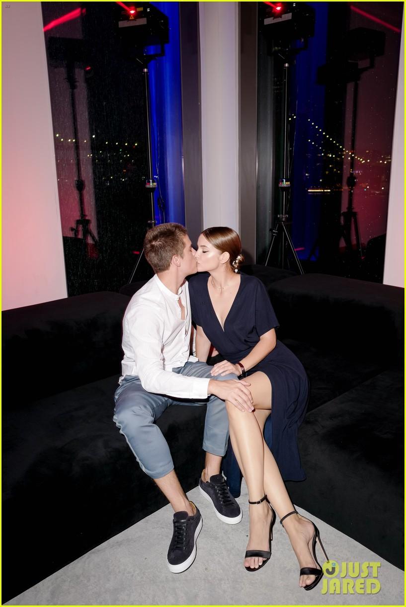 dylan sprouse barbara palvin kiss boss party 014321192