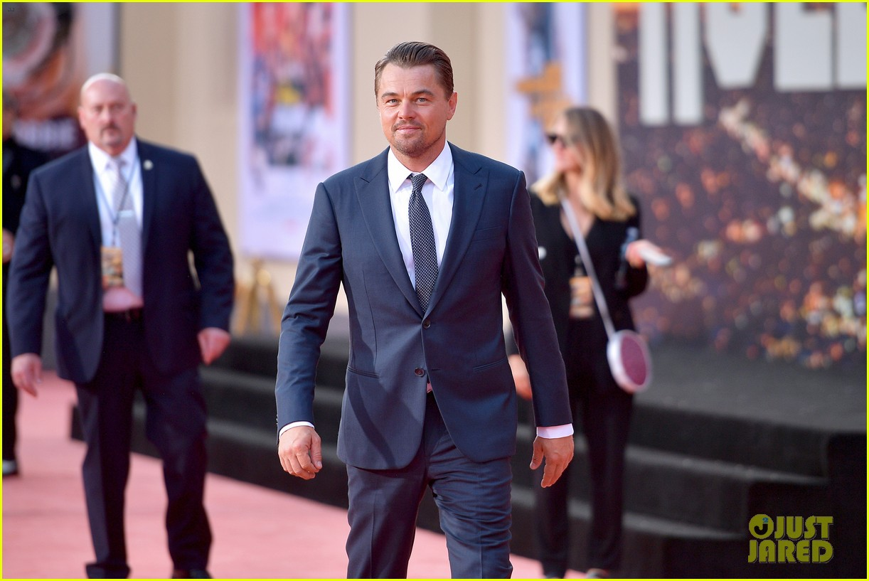 leonardo dicaprio brad pitt suit up once upon time hollywood premiere 08