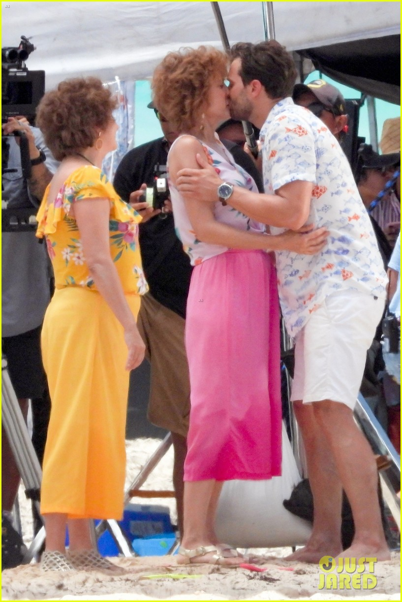 jamie dornan kristen wiig kissing scene 034327062