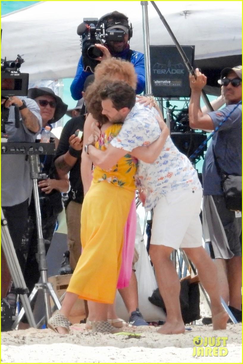 jamie dornan kristen wiig kissing scene 144327073