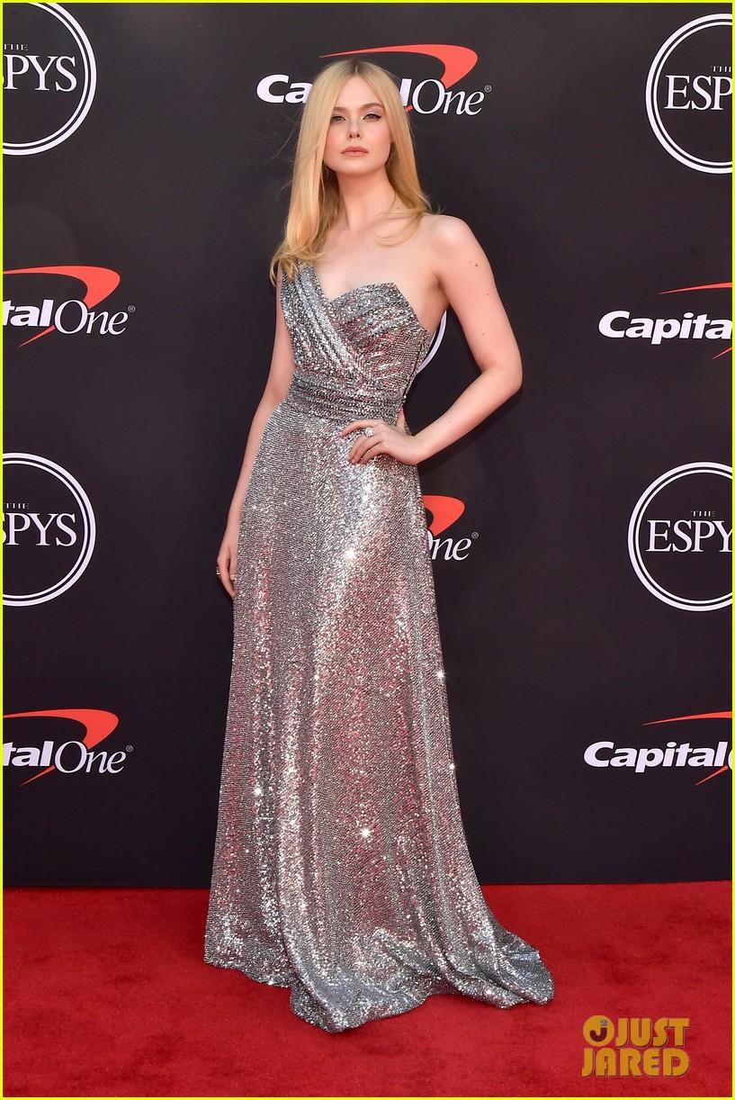 elle fanning shimmers in silver dress espys 2019 09
