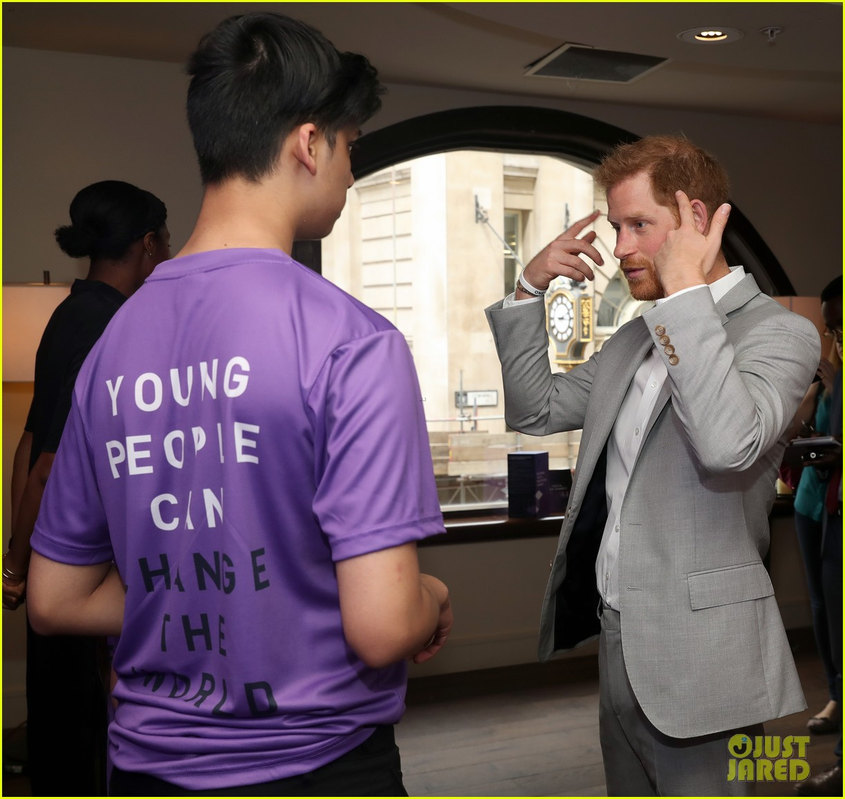 prince harry shares hope to be a role model for son archie at diana award summit 02