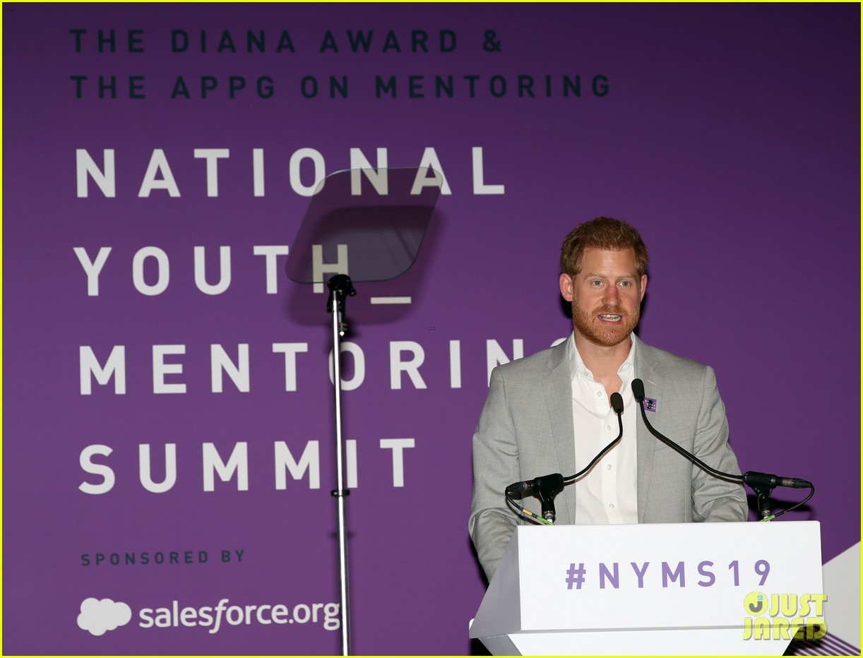 prince harry shares hope to be a role model for son archie at diana award summit 03