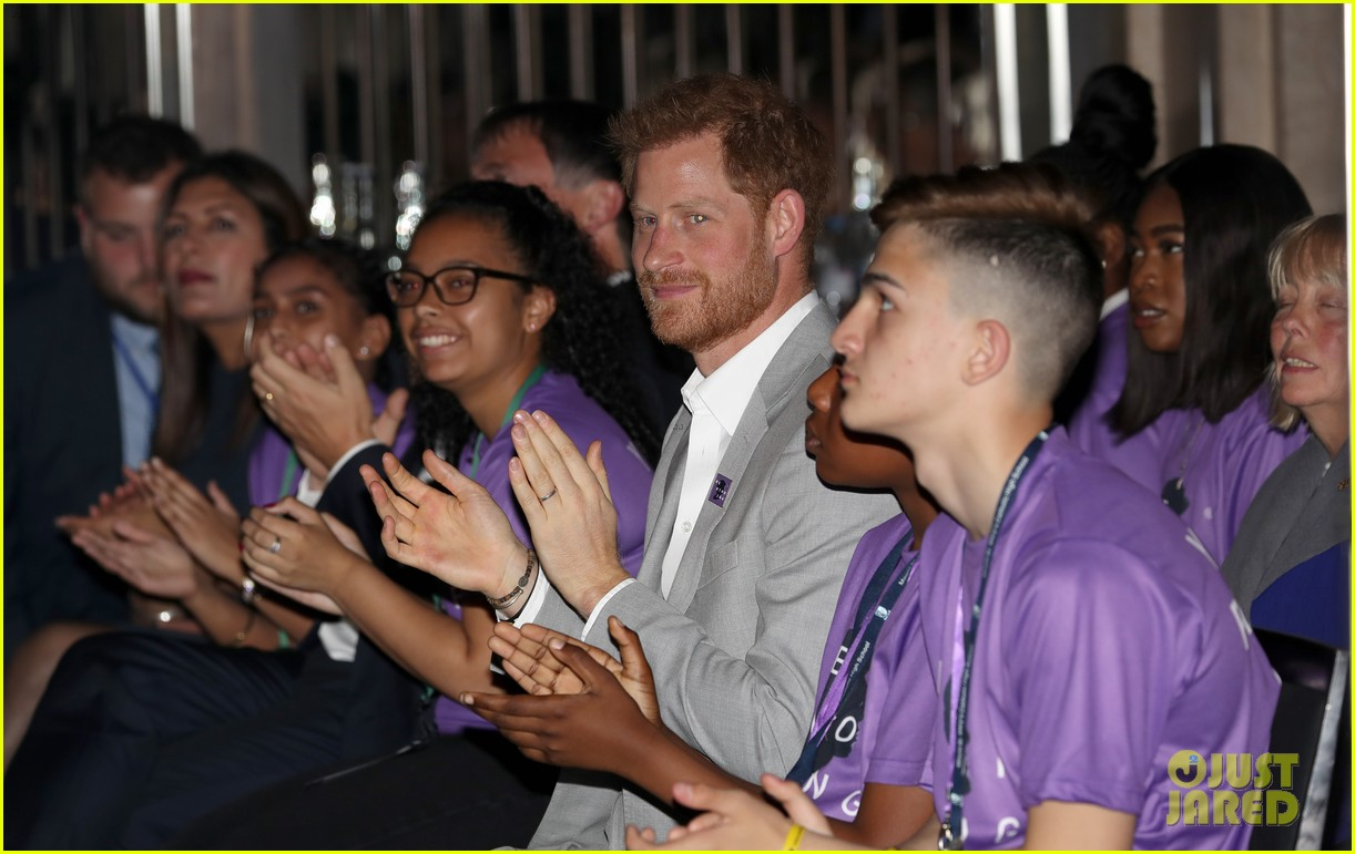 prince harry shares hope to be a role model for son archie at diana award summit 05