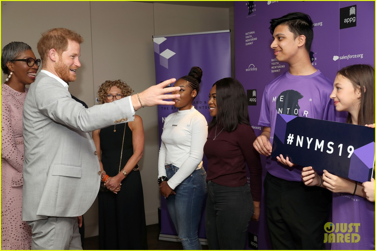 prince harry shares hope to be a role model for son archie at diana award summit 06