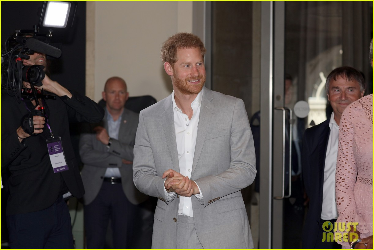 prince harry shares hope to be a role model for son archie at diana award summit 11
