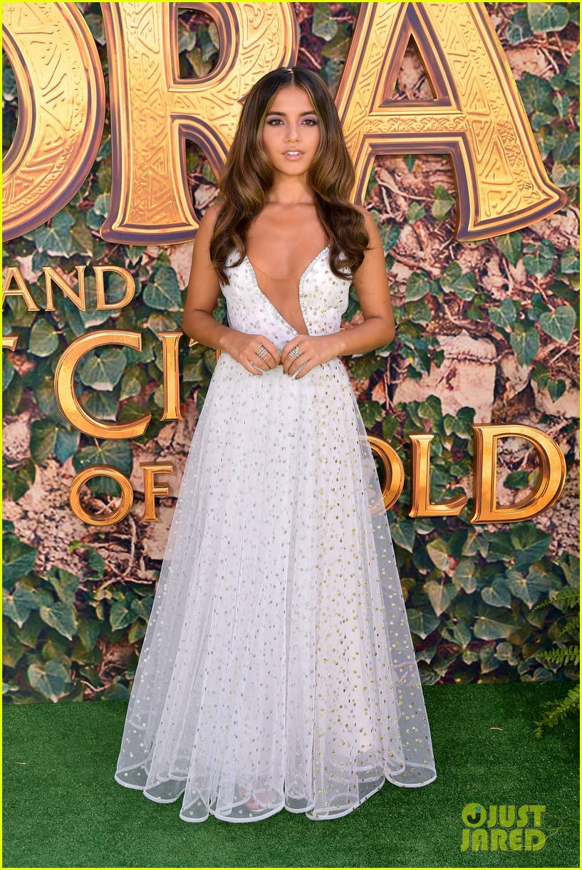 isabela moner jeff wahlberg team up at dora and the lost city of gold premiere 014328053