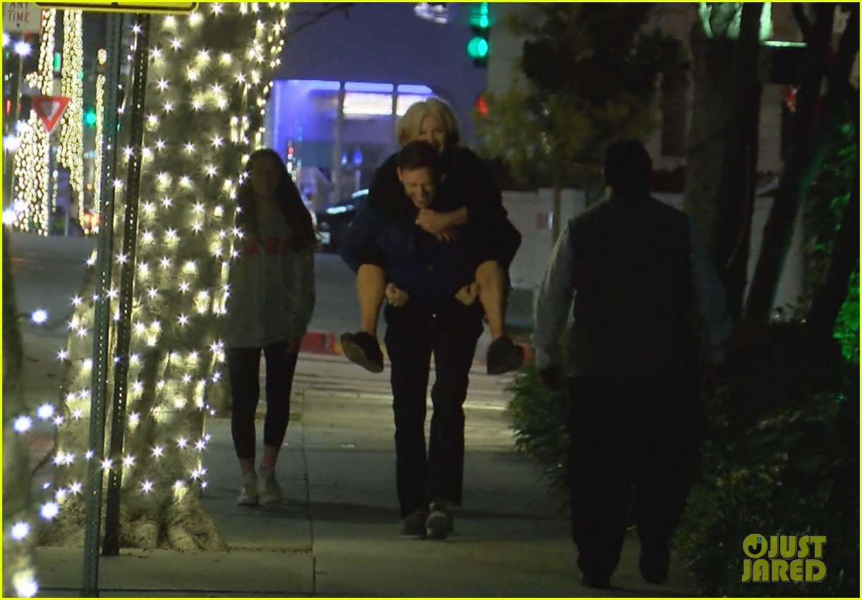 hugh jackman gives wife piggyback ride 034325192