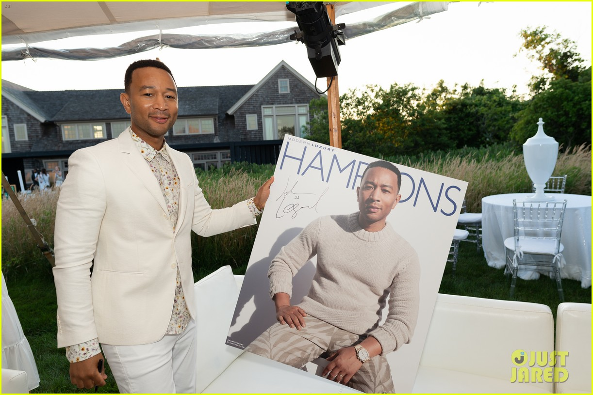 john legend tests new crab dip recipe with wife chrissy teigen 144321968