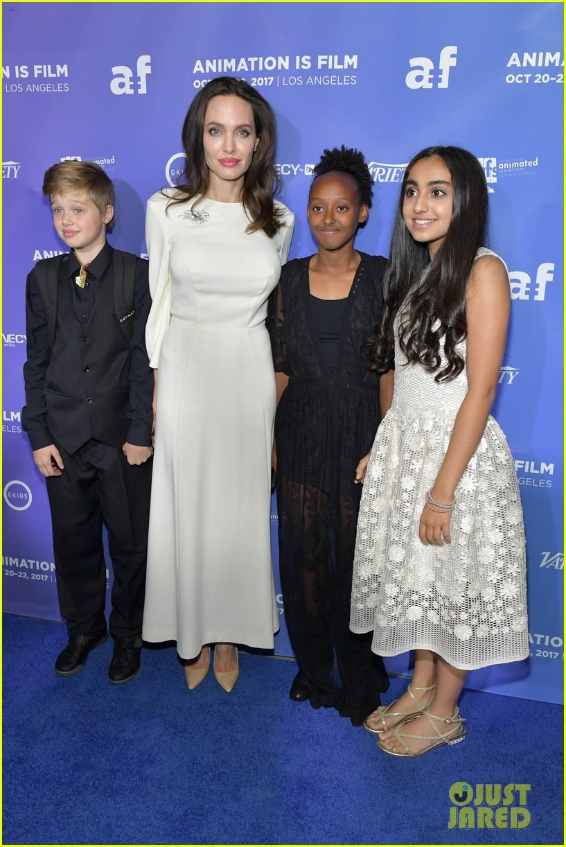 angelina jolie with her kids 034317718