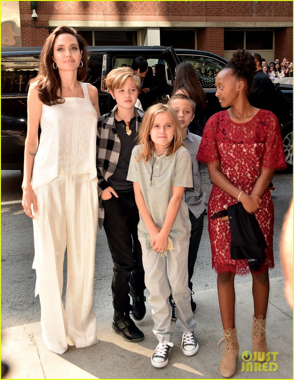 angelina jolie with her kids 06